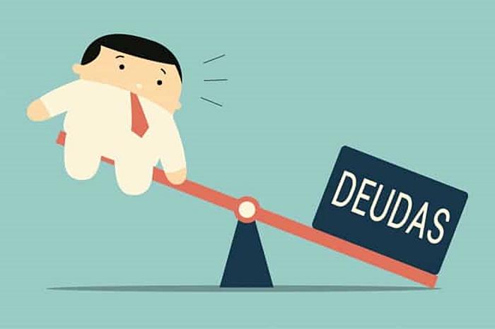 Conoce qué deberías elegir, ¿invertir o pagar deudas?