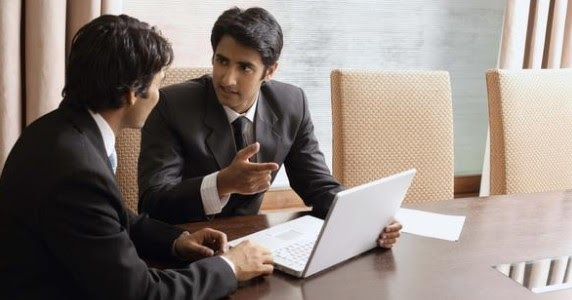 Aprende a elegir entre asesores financieros de honorarios o comisiones