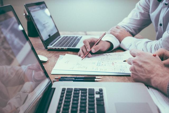 Descubre las preguntas clave para su asesor financiero que tiene que hacer
